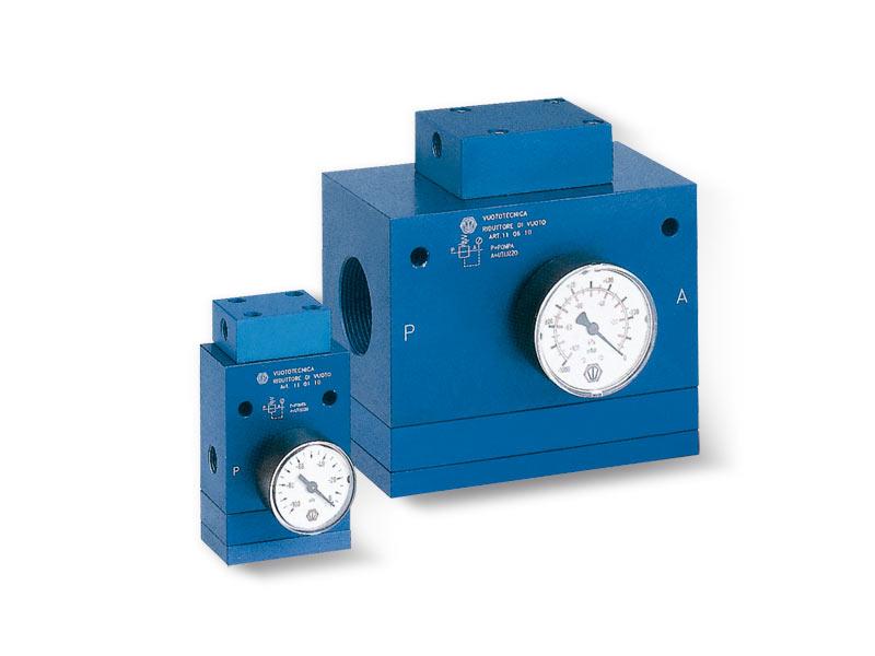 Vacuum regulators with pneumatic adjustment