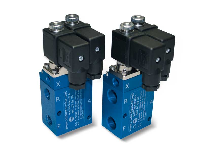Servo-controlled 3-way vacuum solenoid valves with two electric coils