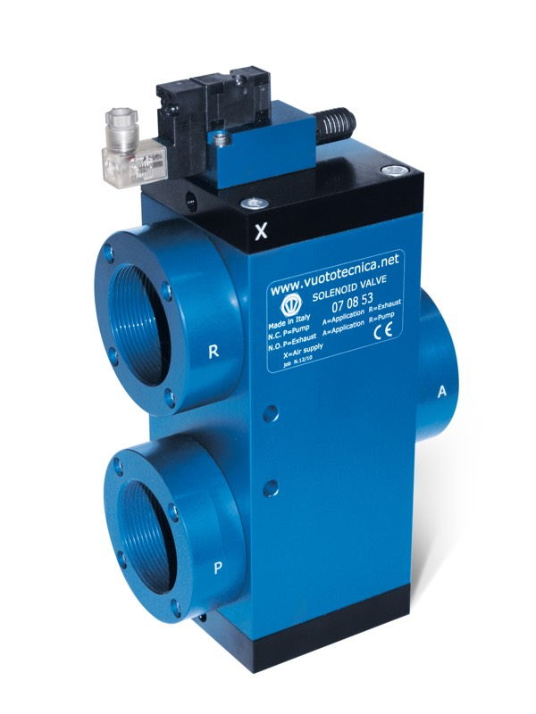 Servo-controlled 3-way vacuum solenoid valves with bistable impulse solenoid pilot valve and with low absorption electric coil for large capacities